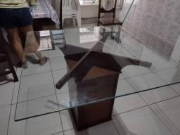 Mesa de vidro com 5 cadeiras..