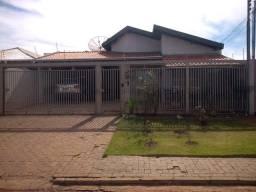 Casa espaçosa com 5 quartos e piscina - Vila Célia