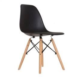 Cadeira base em madeira e aço