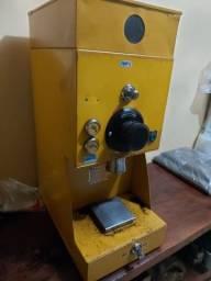 vendo essa maquina de cafe conservada urgente