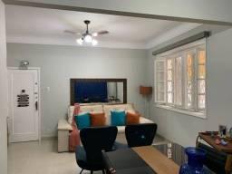 Rua Garibaldi, apartamento tipo casa, 3 quartos com suíte e área externa e churrasqueira..