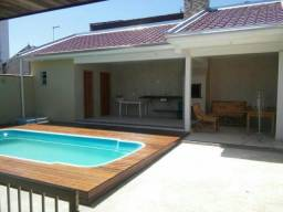 Casa em matinhos com piscina