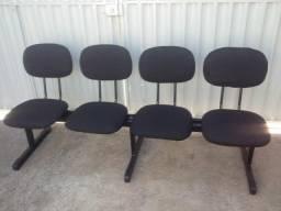 Cadeira com 4 assentos nova