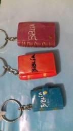 Chaveiros mini biblias