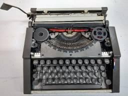 Maquina de Escrever com maleta