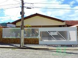 Casa à venda na Praia da Enseada, excelente localização !