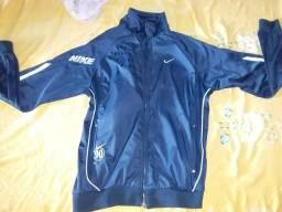 Vendo esse jaquetao original da nike ou troco em celula