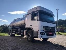 Caminhão tanque 2430