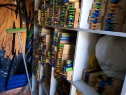 Vende-se fábrica de rodos de madeira,ótimo preço,pega carro em troca . Fone, *