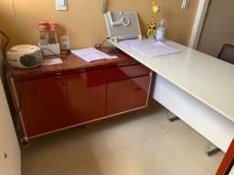 Mesa de atendimento com mesa lateral