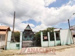 Chalé aconchegante com 4 dormitórios, área de festas