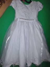 Vendo dois vestido de batizado