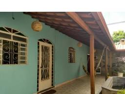 Linda casa no Cruzeiro do Sul em Betim, com lago com Peixes - Lindo demais