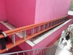 Escada extensiva semi-nova
