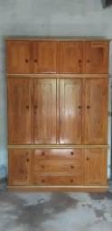 Móveis em madeira de lei