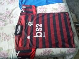 Vendo 3 camisas 2 do Flamengo e 1 do Brasil