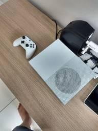 Xbox one S 500 gigas bem novinho em Caruaru e região.