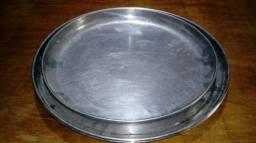 P210-Vendo 4 Bandejas de Garçom em aço inox escovado em bom estado uma com diâmetro de Ø 3