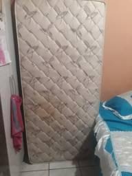 Vendo cama box de solteiro