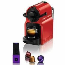 Máquina de Café Nespresso Inissia C40 com Kit Boas Vindas