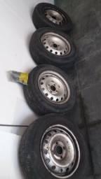 Vendo 4 rodas de ferro aro 14 com os pneus meia vida