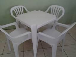 Aluguel de Mesas e cadeiras de plastico e brinquedos