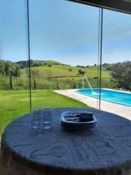 Maravilhosa casa a venda no condomínio Portal do Embauba