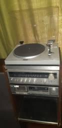 Aparelho de som com toca discos, rádio e toca fitas