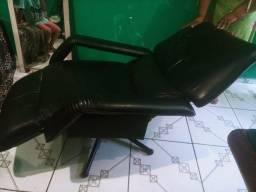 Cadeira giratória reclinàvel bem conservada. 600,00