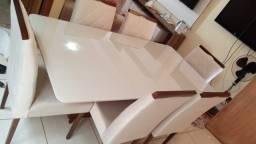 Mesa laka de madeira