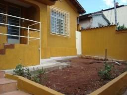 Alugo casa no salgado filho  2700,00 mensal  localidade excelente