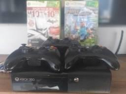 Console Xbox 360 E + 3 Controles + 3 Jogos Mídia Física