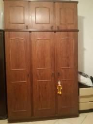 Guarda roupa 3 portas com maleiro
