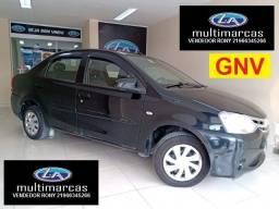 Título do anúncio: Toyota Etios Sedã 1.5 X 2016 + GNV. Entrada a partir de 9.500,00 + Fixas de 719,99.