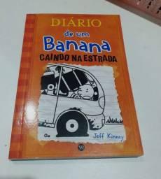 Vendo esses dois livros do diário de um banana