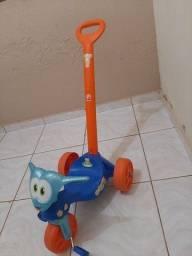 Carrinho de bebê com pedal