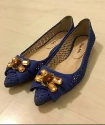 Título do anúncio: Sapatilha azul com pedrearia