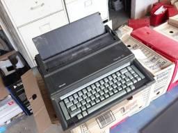 Maquina de escrever eletrica Olivetti