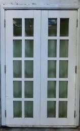 janela de cedro laquiada R$ 200,00
