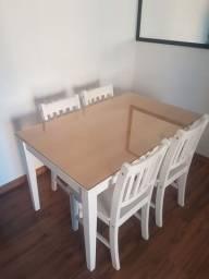 Mesa com vidro + cadeiras usada