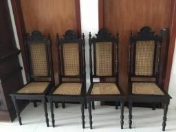 Conjunto de cadeiras antigas