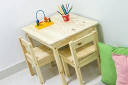 Título do anúncio: Kit Mesinha Infantil de madeira com 2 Cadeiras
