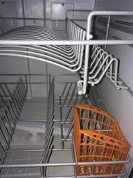 Máquina  de lavar louça 8 FUNÇÕES .