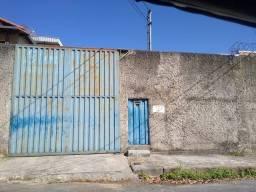 Título do anúncio: Casa com galpão no bairro Floramar
