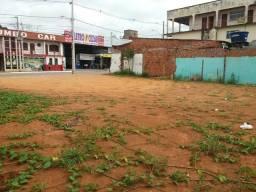 Vendo este Terreno medido 18 por 32/ localizado Rua pernambuco Bairro Bosque enfrente skp