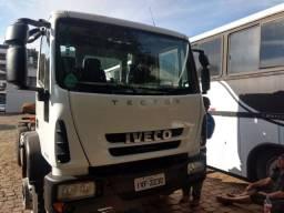 Caminhão iveco 260e28, ano 2014 - 2014