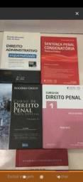 Livros clássicos e universitário de Direito LEIA