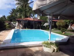 Casa ampla com piscina no Arauá