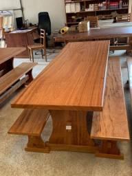 Mesa madeira Angelim Pedra modelo pé de taça