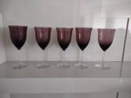 cálices de vinho coloridos